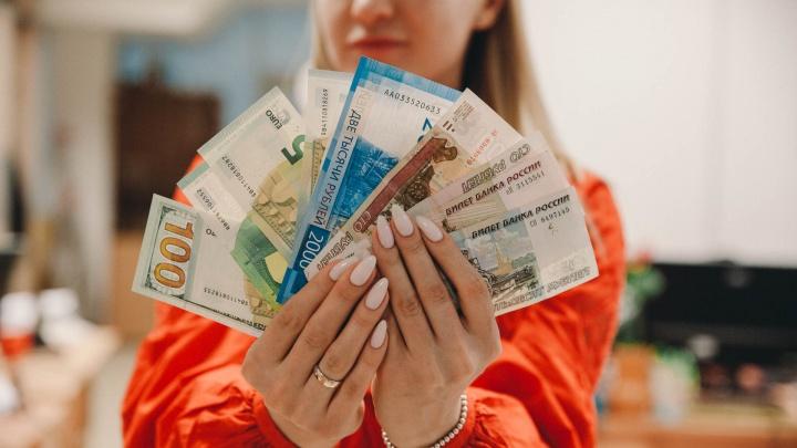 «На разнице в курсе доллара заработала 23 тысячи рублей». Как обычная тюменка копит деньги в валюте