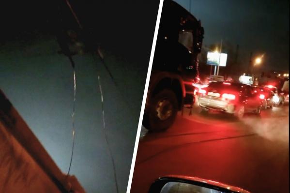По словам очевидцев, оголенные провода лежат на проезжей части