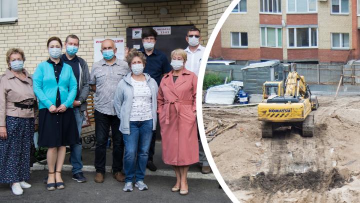 «Дайте людям территорию»: жильцы многоэтажек в центре Архангельска устали жить с котлованом посреди двора