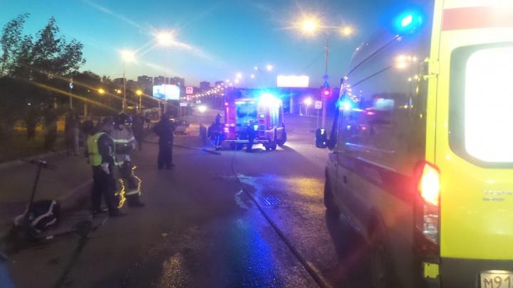 Три человека пострадали в столкновении «четырнадцатой» и Mercedes на Токарей