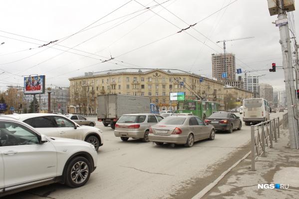 Площадь перед ГПНТБ, пересечение улиц Восход и Кирова