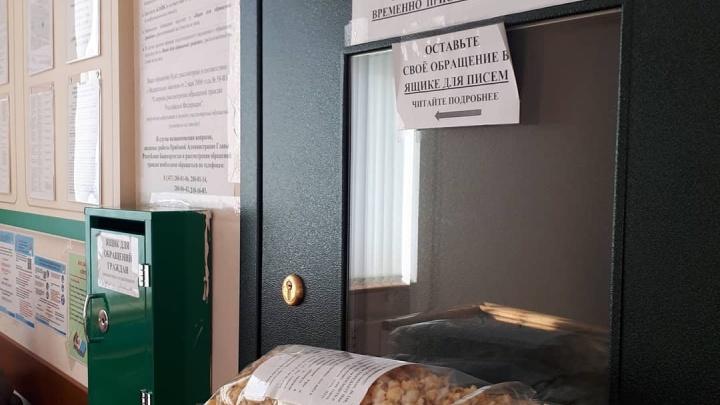 «Приятного просмотра признаков уголовных дел»: активистка из дома на Руставели подарила Хабирову попкорн