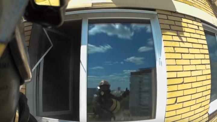 Омский пожарный показал на видео последствия возгорания гироскутера в квартире