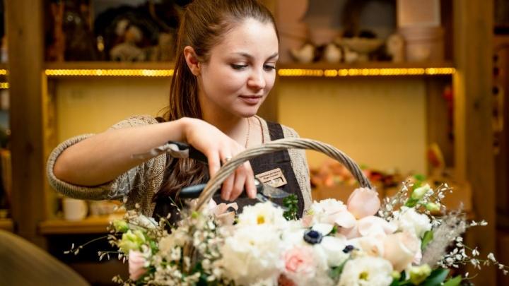 В Челябинскую область к 8 Марта завезли 320 тысяч роз, гвоздик и хризантем