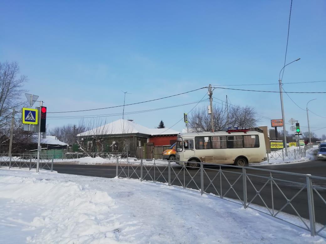О светофоре на пересечении Кедровой и Кубовой жители просили не первый год. И вот наконец-то он появился