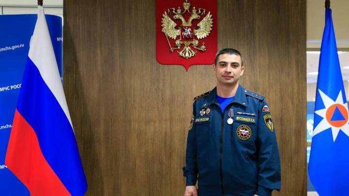 Тюменского пожарного, потушившего дом террористов, наградил Мишустин
