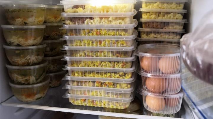 В Екатеринбурге врачей, лечащих пациентов с коронавирусом, начали бесплатно кормить горячими обедами