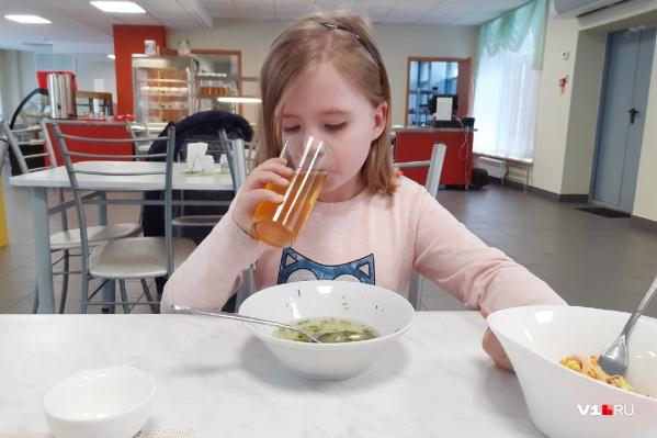 Комплексные горячие обеды получат все ученики началки