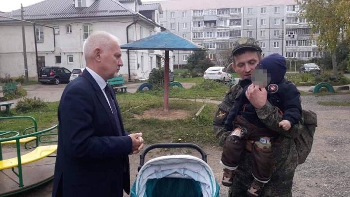 Нашли выход: папа-военный из Ярославской области сможет не брать сына на службу