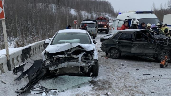 Под Губахой столкнулись иномарка и ВАЗ: пострадали три человека