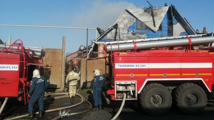 В Кургане на улице Луначарского произошел пожар в частном доме