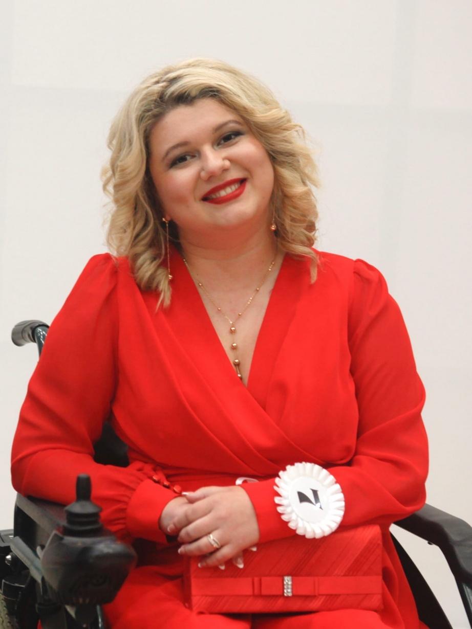Вероника живет в Чайковском и, несмотря на СМА, участвует в конкурсах красоты