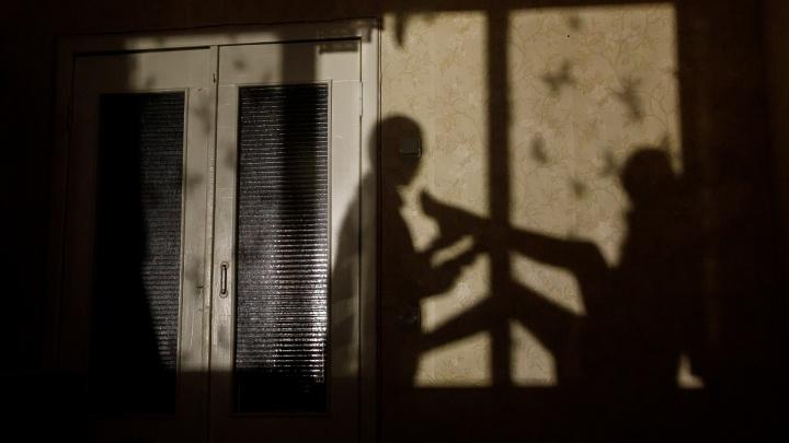 «Душил и затащил в квартиру»: под Волгоградом арестовали насильника пенсионерки