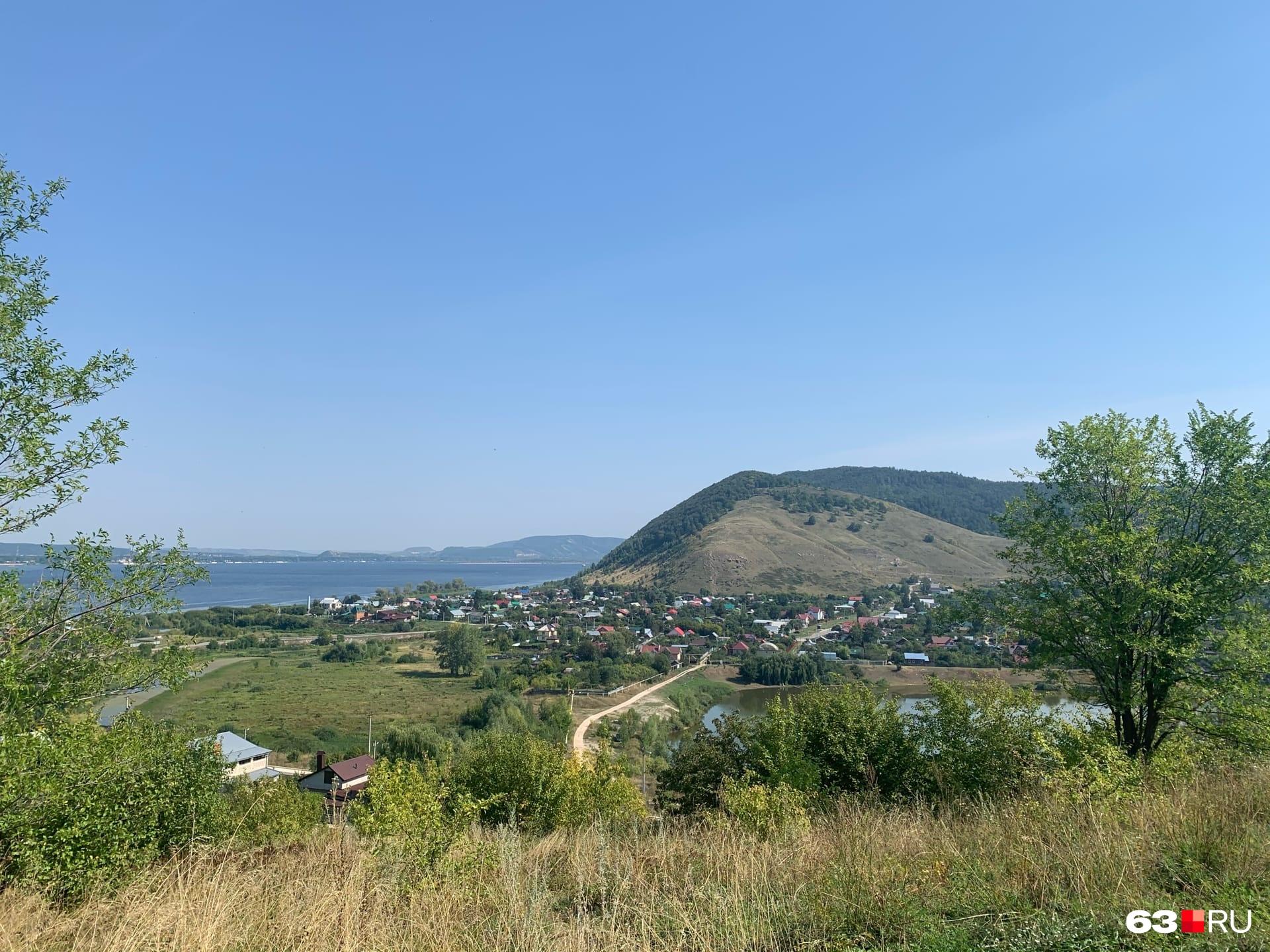 Вид на Монастырскую гору и село