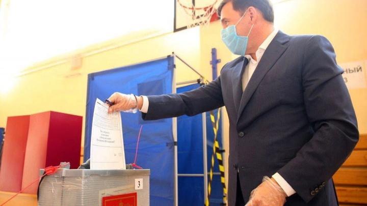 «Кому нужна ваша показуха в виде салюта и голосования по Конституции?» — отвечает Евгений Куйвашев