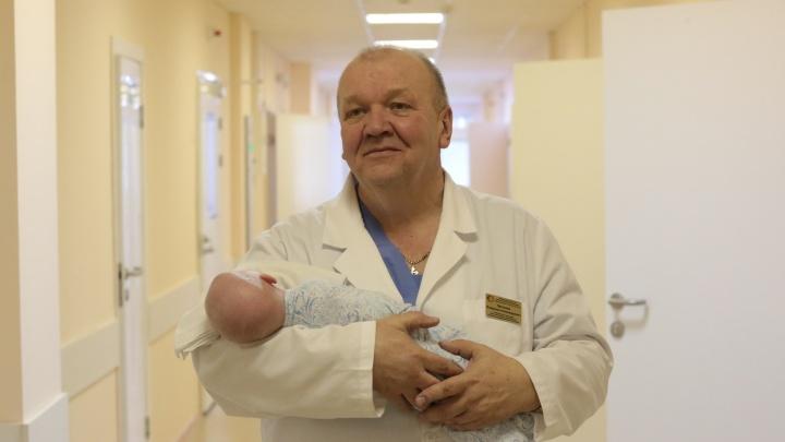 Челябинские врачи спасли шестимесячную малышку, захлебнувшуюся во время купания в ванне