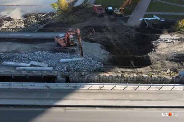 Макаровский мост разбирают постепенно, пока снесли лишь часть пролета