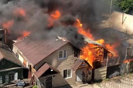 Пожар произошел ранним утром на Базайской