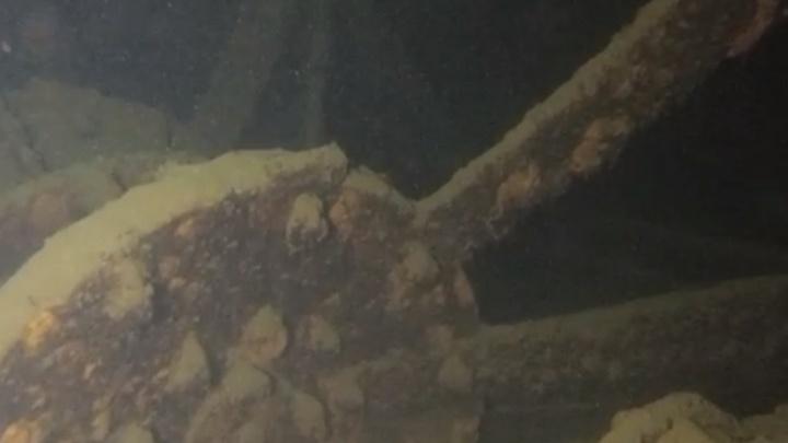 Команда Русского географического общества начала исследовать затонувший в Сылве пароход. Видео погружений