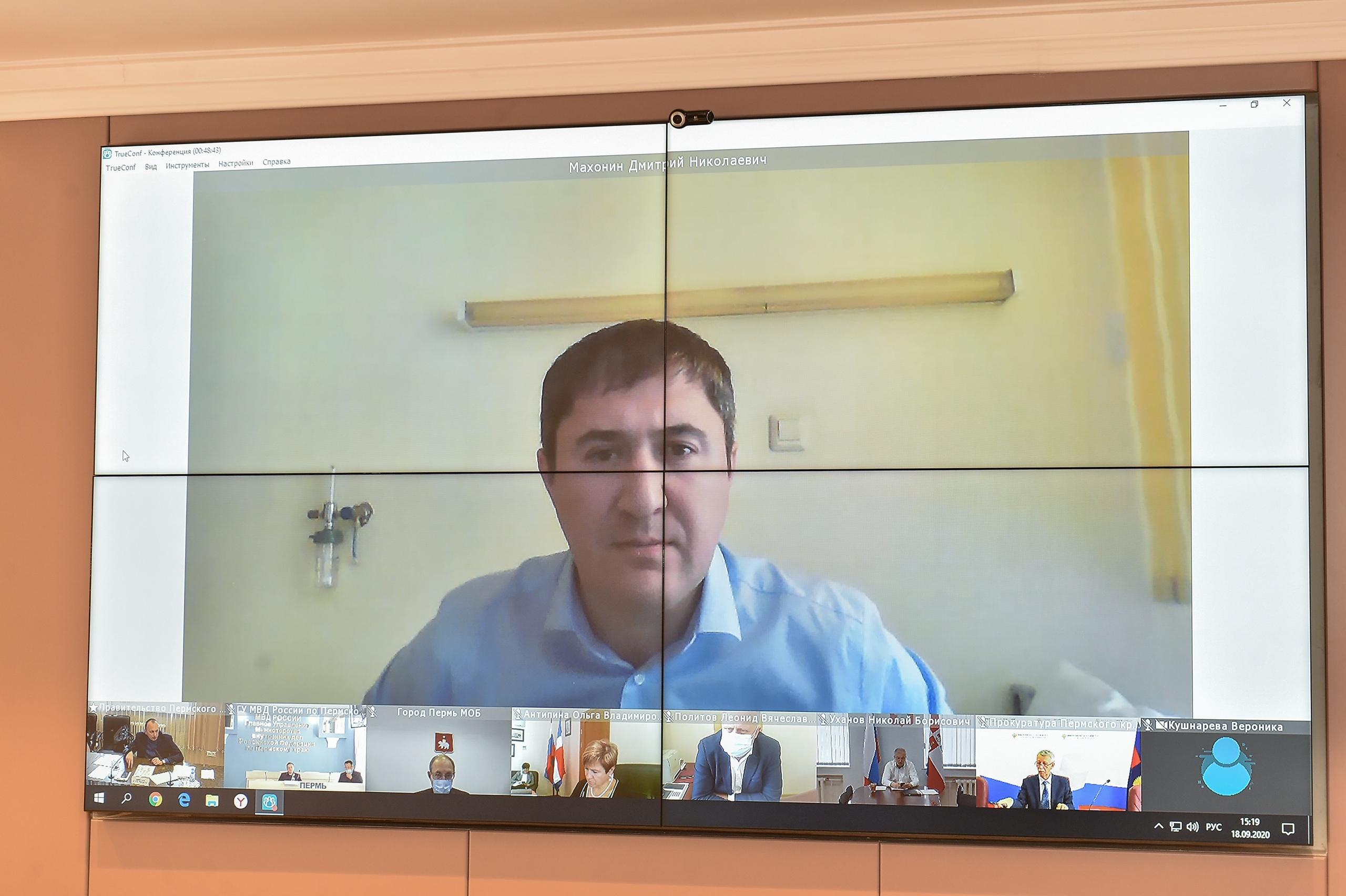 На видеоконференцию Дмитрий Махонин «пришел» в рубашке, хотя и находится в больнице