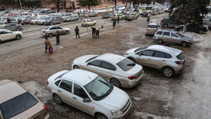 Уфимцы ответили на предложение штрафовать за парковку на Советской площади: «Кого-то жаба задушила!»
