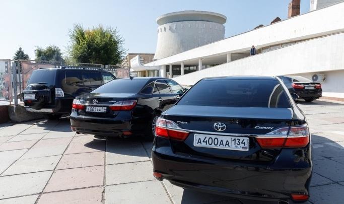 В Волгограде онкодиспансер за 200 тысяч отремонтирует новую Toyota Camry