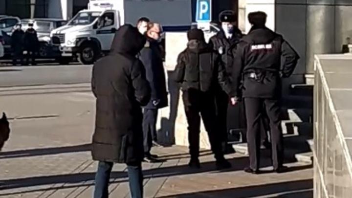 Показал, как всё было: в Волгограде на месте убийства Романа Гребенюка прошел следственный эксперимент с Мелконяном