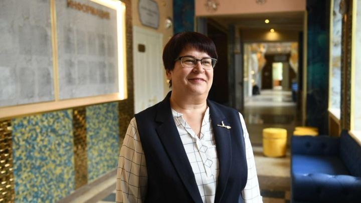 «Завидуйте молча»: директор «золотой» школы на Вторчермете — о новом ремонте, воспитании и красоте