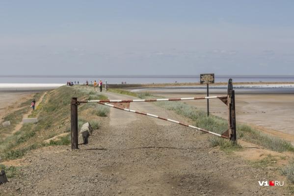 Ни одной кабинки на берегу нет