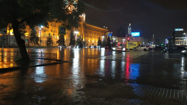Центр Екатеринбурга ушел под воду: фото с затопленных улиц