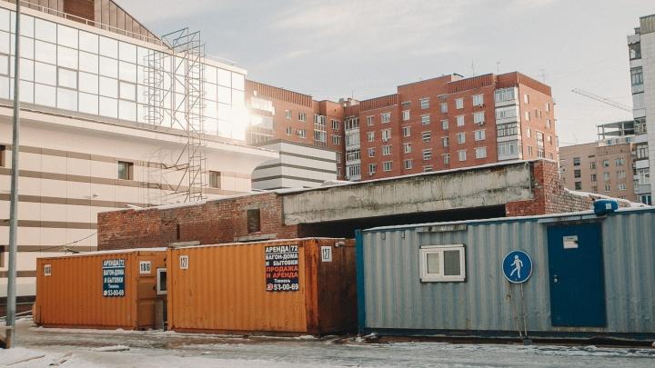 Компания, которая снесла долгострой на Ленина, демонтирует «лишний» корпус музея Словцова за полцены