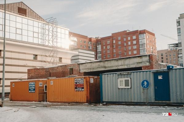 Недострой со стороны улицы Советской должны разобрать до конца года