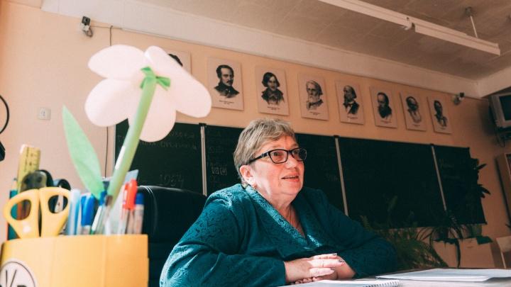 В омских школах и детсадах не хватает 703 педагогов
