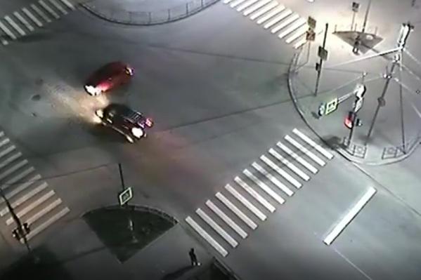 К счастью, ДТП произошло на пустом перекрестке и никто из пешеходов не пострадал