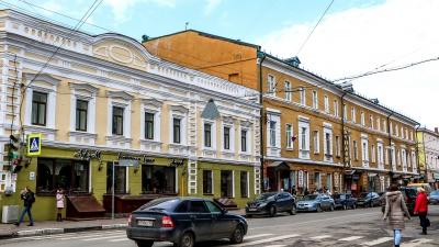 На улице Алексеевской в центре Нижнего Новгорода запретят останавливаться и парковаться