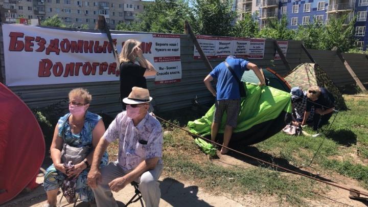 «Не выйдем из квартиры и не притронемся к еде»: доведенные до отчаяния дольщики Волгограда объявляют голодовку