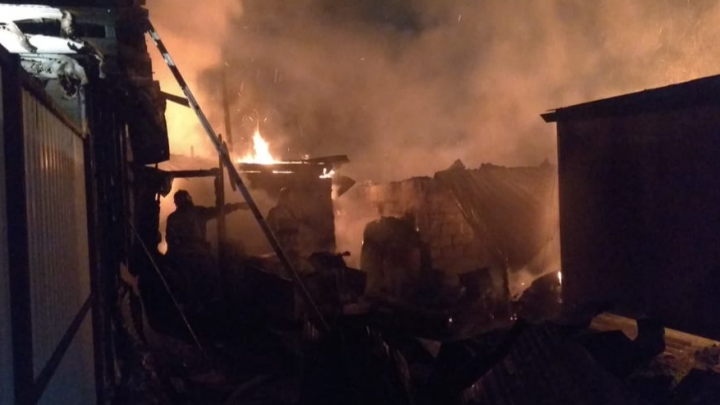 Спасатели рассказали, как тушили пожар на Грекова, в котором погибли два человека