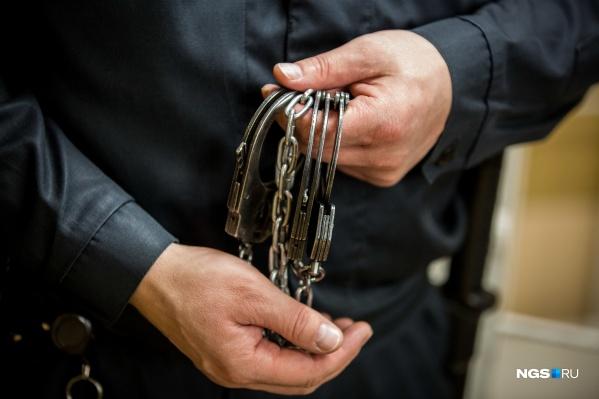 Мужчин обвиняют в убийстве, совершенном группой лиц