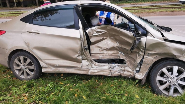 В Уфе «Лада-Приора» разнесла три машины, два человека получили травмы