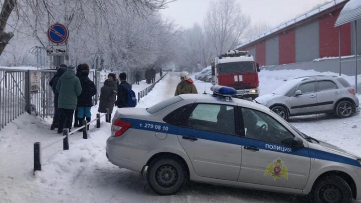 «Источники находятся за рубежом»: мэр Новосибирска назвал терроризмом массовую эвакуацию из школ