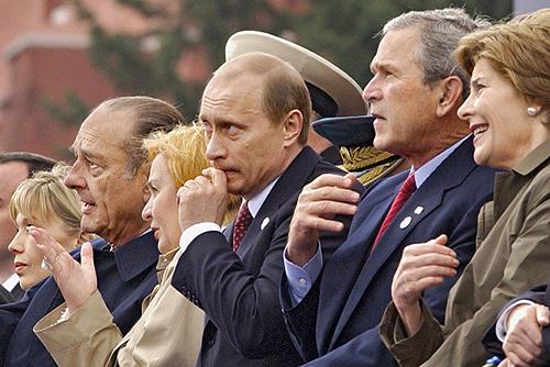 Владимир Путин и зарубежные гости на Красной площади 9 мая 2005 года
