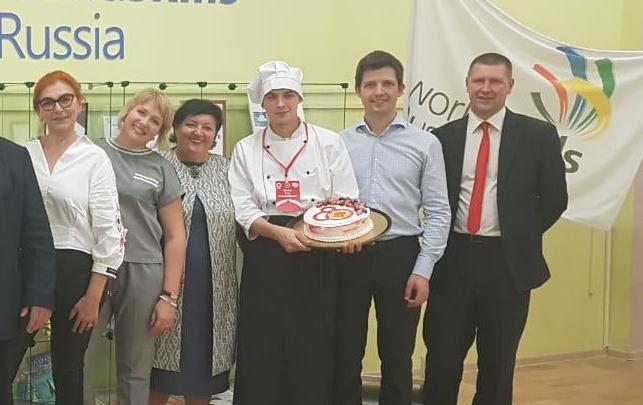 Повар из Челябинской области сделал для Мишустина торт и получил предложение о работе в Кремле
