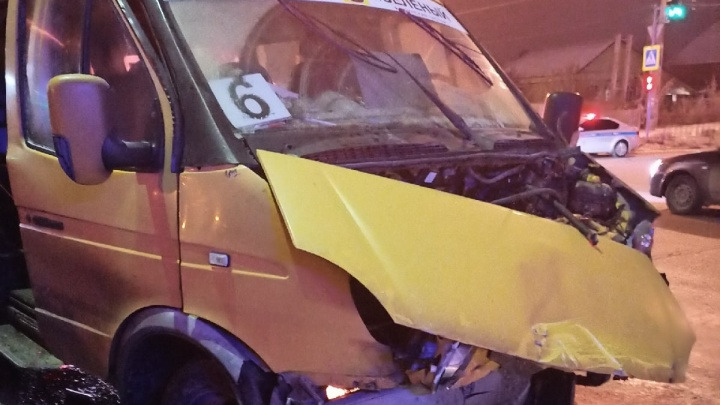 В Волгоградской области сразу две маршрутки попали в серьезные аварии: четверо пострадавших