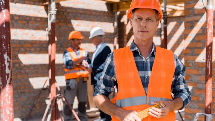 Без пафоса, салютов и массовых гуляний: в выходные Екатеринбург отметил День строителя