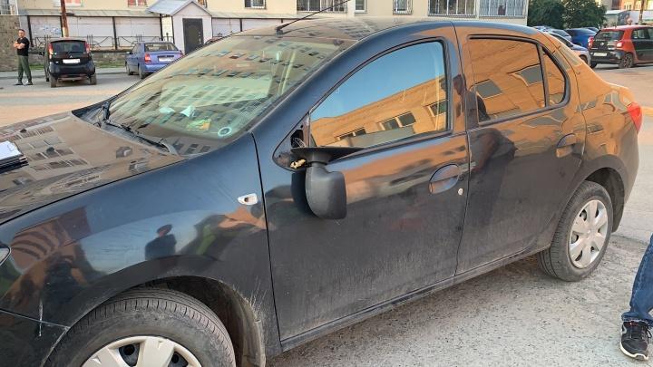 На ВИЗе водитель Renault Logan наехал на 14-летнего мальчика на самокате