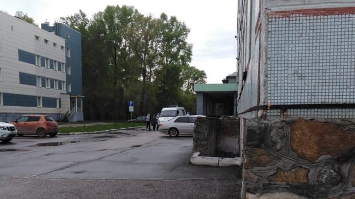 В новосибирскую больницу № 12 начали госпитализировать пациентов с коронавирусом