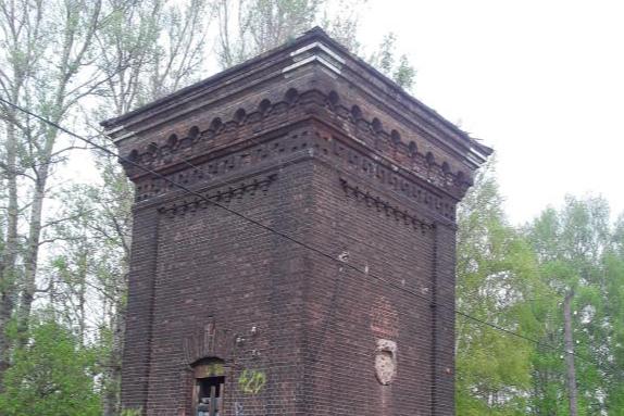 Превратилась в помойку: в Ярославле прокуратура обязала властей следить за древней башней
