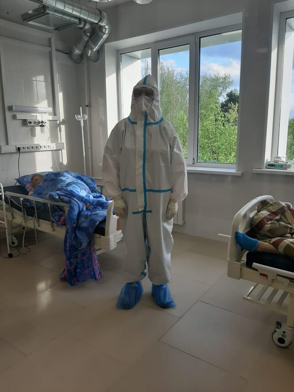 Несколько врачей ковид-госпиталя заразились в начале пандемии, когда средства защиты были хуже, говорит Ирина