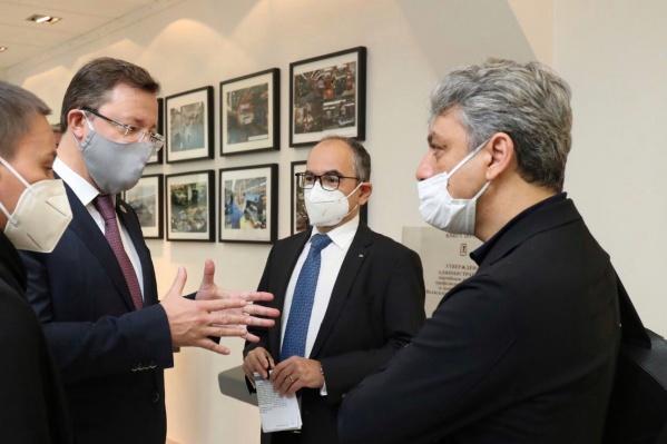 Во время рабочей встречи с директорами «Рено» (справа) и АВТОВАЗа (в центре)