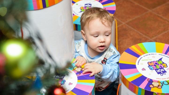 «Хотела отказаться от ребенка». Дети из кризисных семей получили особые подарки от Е1.RU и «Старт-фонда»